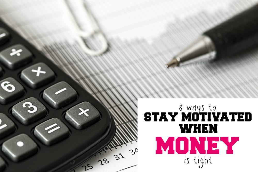 Avez-vous de gros objectifs financiers mais vous sentez que vous n'avez pas assez d'argent pour les atteindre? Voici des moyens de rester motivé lorsque l'argent est serré.