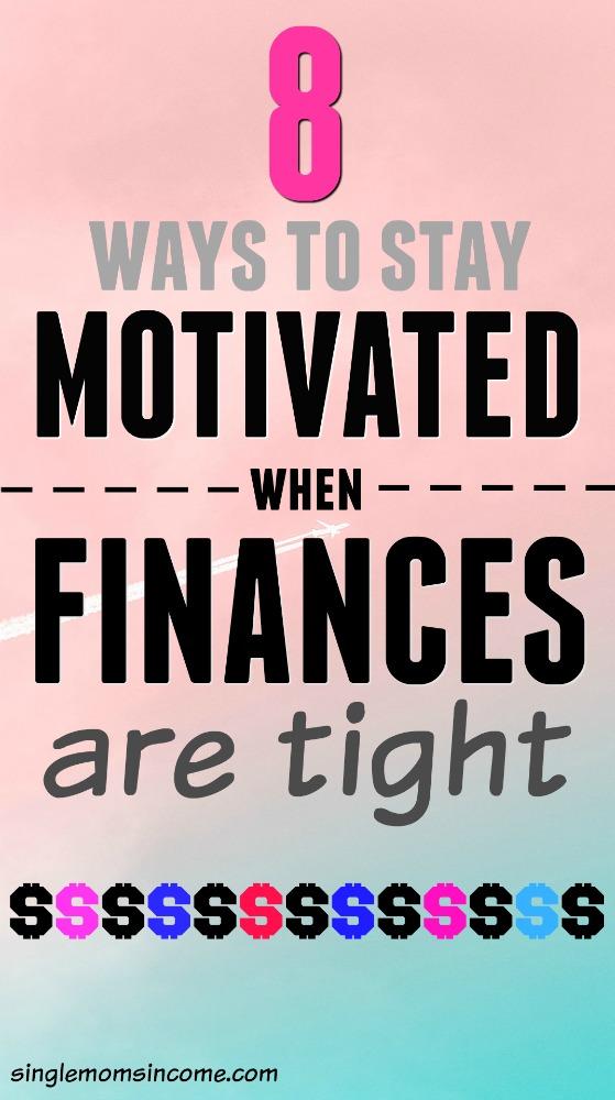 Avez-vous de gros objectifs financiers mais vous sentez que vous n'avez pas assez d'argent pour les atteindre? Voici des moyens de rester motivé lorsque l'argent est serré. #budget #savemoney