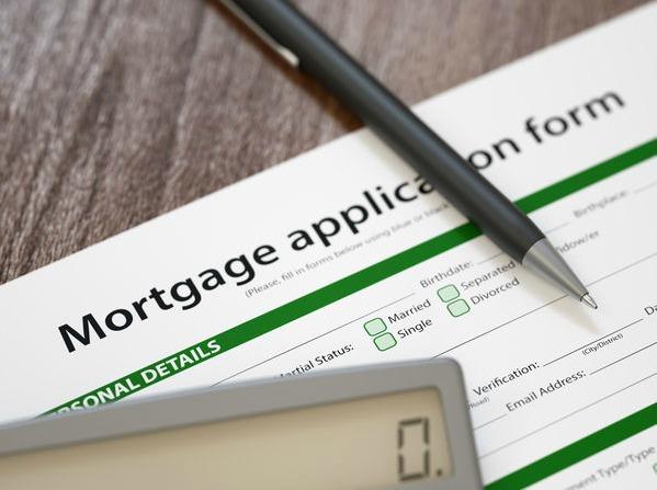 Si vous souhaitez acheter une maison, des programmes sont en place pour vous aider. Voici une liste de prêts immobiliers pour les mères célibataires que vous devriez consulter.