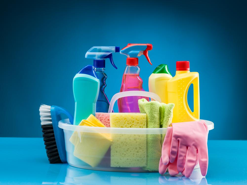 Nettoyants désinfectants maison bon marché et faciles