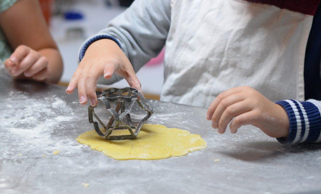 Façons créatives d'engager votre enfant dans la cuisine
