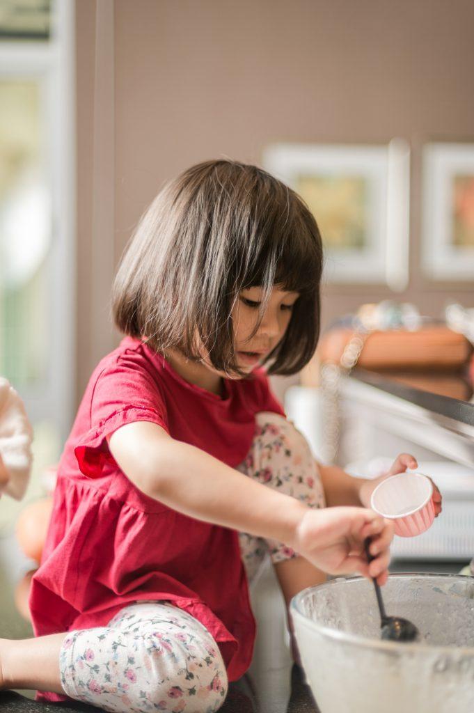 Des façons incroyables d'engager votre enfant dans la cuisine